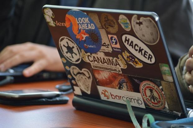 hacker-laptop-internet