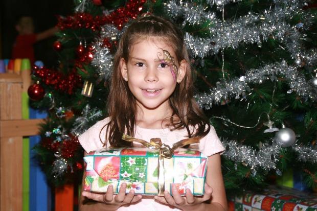 girl-gift-xmas